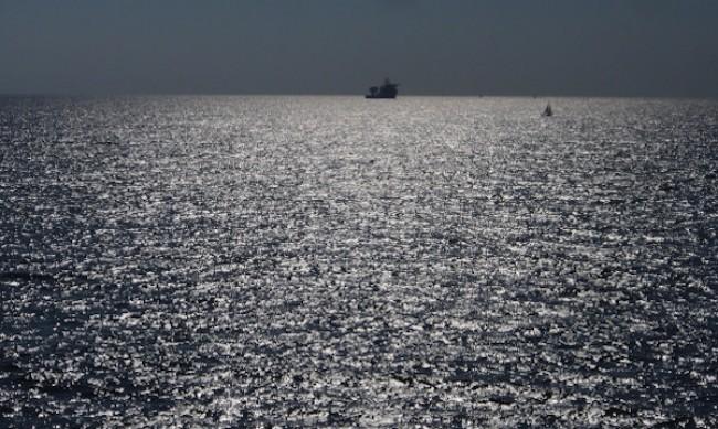Товарен кораб е заседнал край Яйлата до Камен бряг