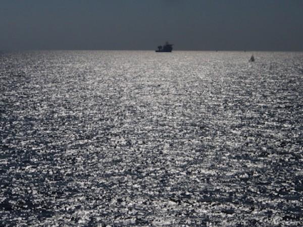 Товарен кораб е заседнал край бреговете на местността Яйлата до