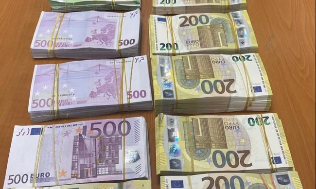 """Заловиха над 422 000 недекларирани евро на """"Капитан Андреево"""""""