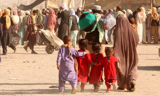 Жените в Афганистан няма да работят, момичетата - без средно образование
