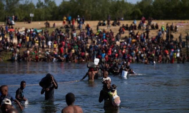 Ще има ли извънредно положение в Тексас заради мигрантите?