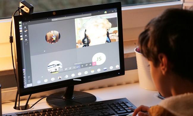 Ученици от Благоевград и Сандански вече са онлайн