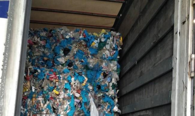 Румънските власти спряха над 37 тона отпадъци на Дунав мост