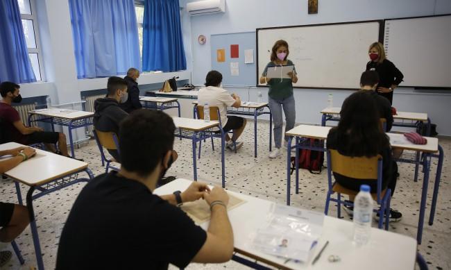 В Гърция родители съдят учители заради тестовете и маските