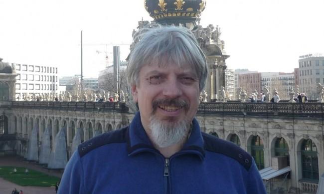Заплахи към проф. Витанов, пипали му и колата