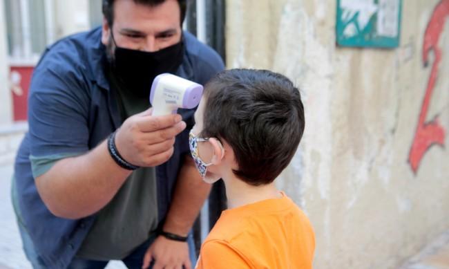 Над 6000 деца в Гърция с коронавирус след 10 дни училище