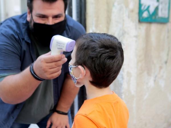 Лекарите в Гърция предупреждават за висока степен на заразяване с