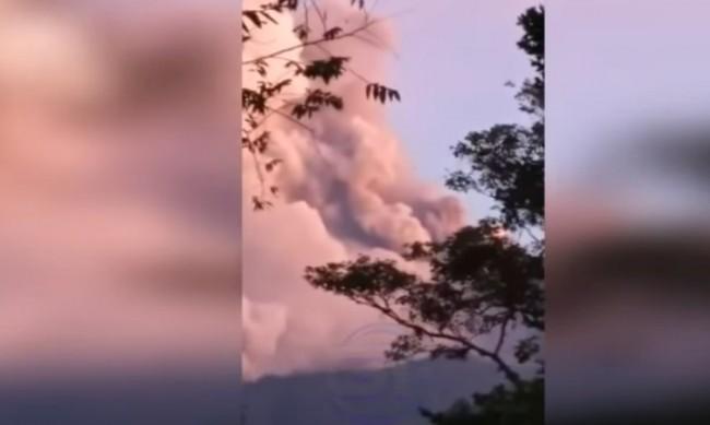 Вулкан изригна в Гватемала, дъжд от пепел се изсипа върху 4 села