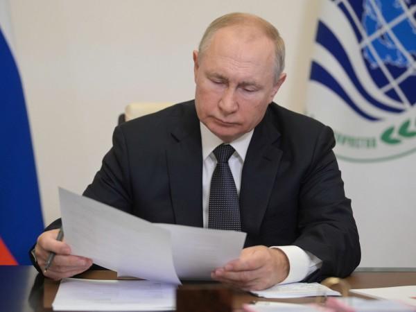 """Половината гласове за партията """"Единна Русия"""" на президента Владимир Путин,"""