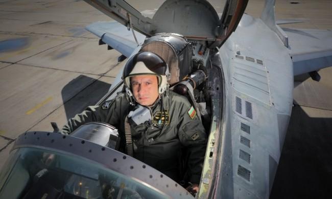 Предложили почивка на съпругата на загиналия пилот майор Терзиев