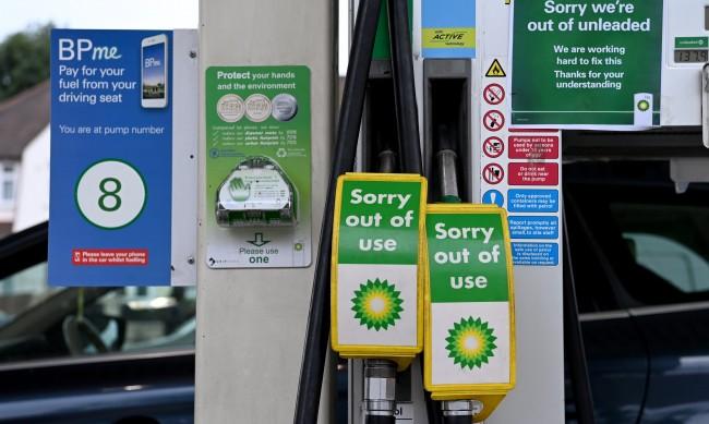 Лондон спира закона за конкуренцията заради кризата с горивата