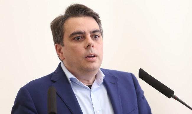 Асен Василев: Хората се вълнуват от тока и доходите си