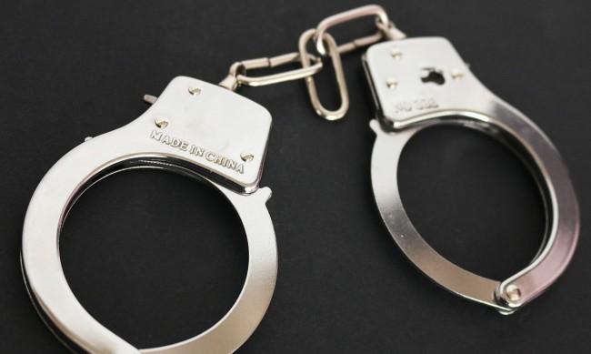 Служител на МВР отива на съд заради кражби на бижута и якета