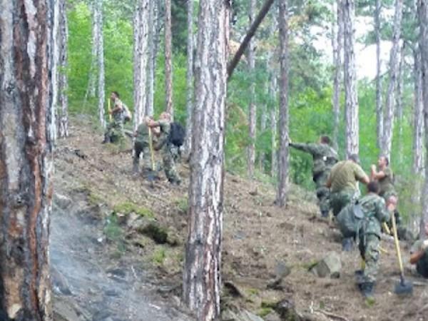Втори ден продължава пожарът над Карлово, възникнал в горски масив