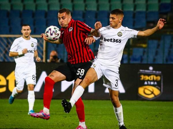 Отборът на Локомотив (София) победи с 1:0 Славия в позабравено