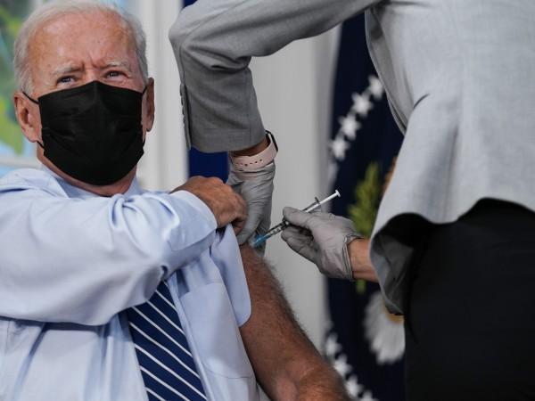 Американският президент Джо Байдън получи днес трета доза от ваксина