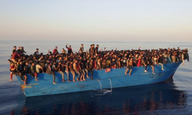 500 бежанци са заловени край италиански остров