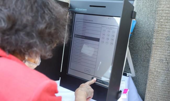 Спряха обществената поръчка за още машини за изборите
