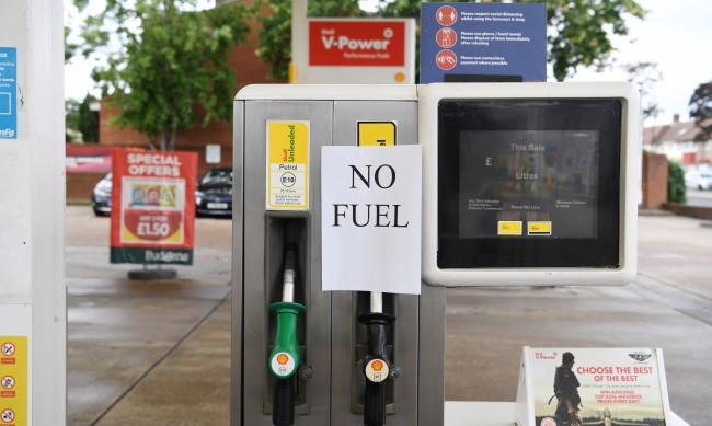 Англичаните били виновни за бензиновата си криза, презапасявали се