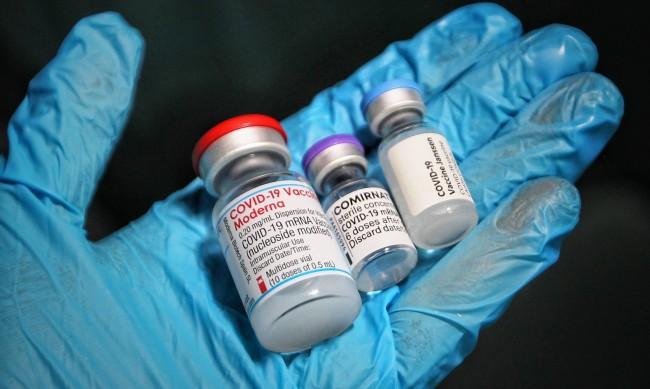 При по-голям дял ваксинирани COVID-19 спира да мутира