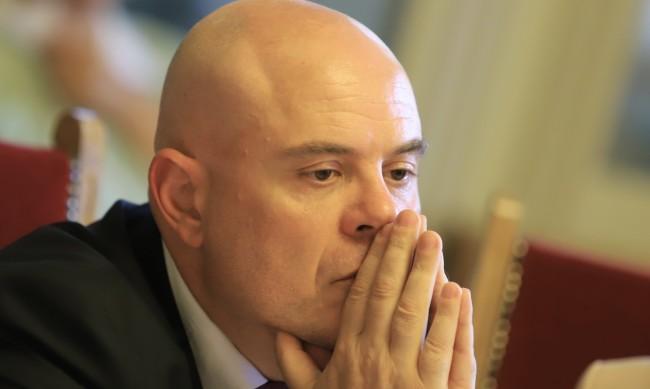Гешев: Дали съм защитен или не - това не касае българските граждани