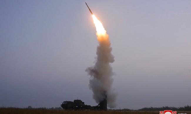 КНДР изстреля ракета за противовъздушна отбрана