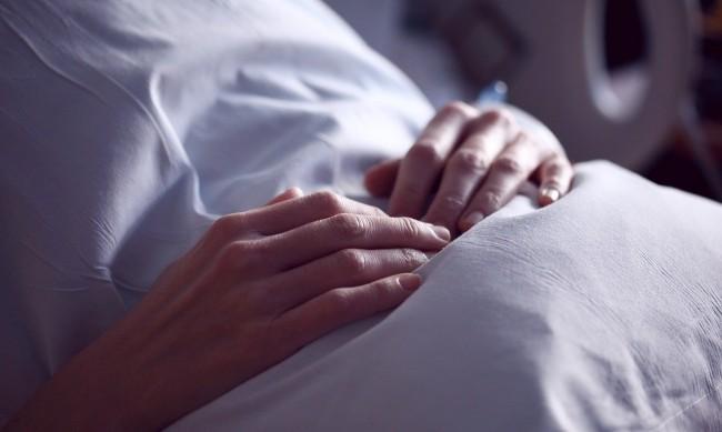Лекарите не могли да спасят близнаците на починалата от COVID родилка