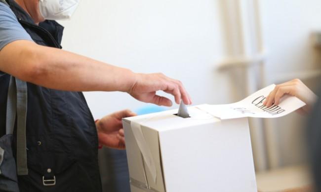 Частични избори за кметове днес в две общини и 12 кметства