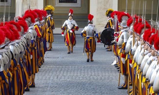 Гвардейци, отказали да се ваксинират, напуснали папската стража