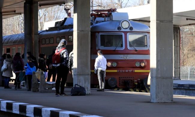 Локомотив на влак се запали в движение