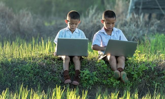 Китай ограничава достъпа на непълнолетни до онлайн игри до 3 часа седмично