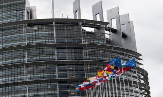 """ЕС прие директива за """"синя карта"""", кой може да я получава?"""