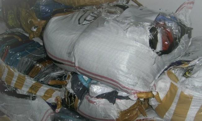 Митниците продават на търг над 44 000 конфискувани дрехи