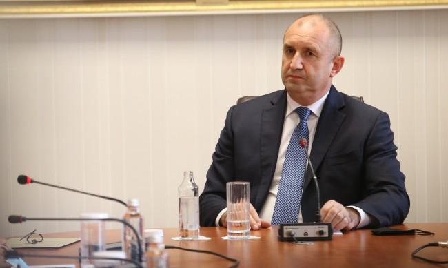"""Радев бил изненадан от името на Младенов в досиетата """"Пандора"""""""