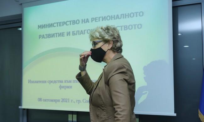 Министър Комитова: Фирмите от пътното строителство разделени на две