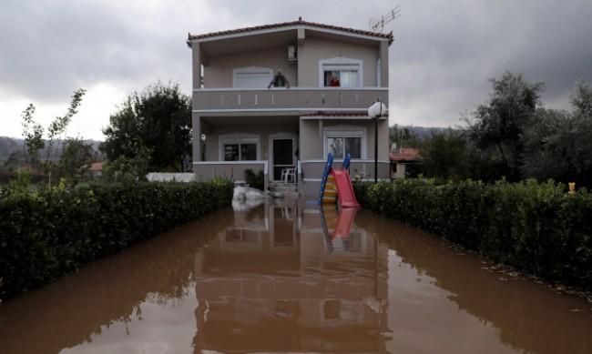 Гърция се бори с наводненията след проливните дъждове
