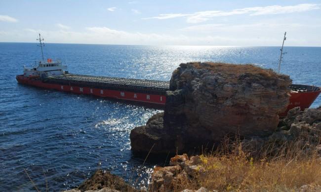 НСС разследва инцидента със заседналия кораб