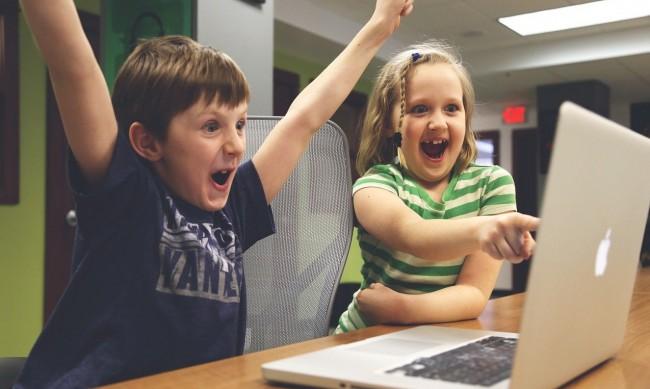 САЩ следят учениците чрез лаптопите, раздадени им в пандемията