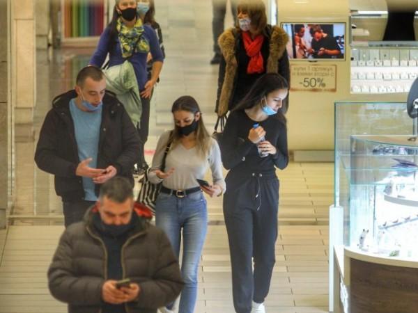 Новите противопепидемични мерки в София влизат в сила от днес.