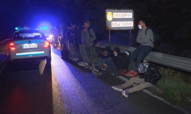 Над 20 нелегални мигранти са задържани край Мъглиж