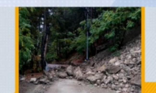 Скална маса затрупа алея край Панчаревското езеро