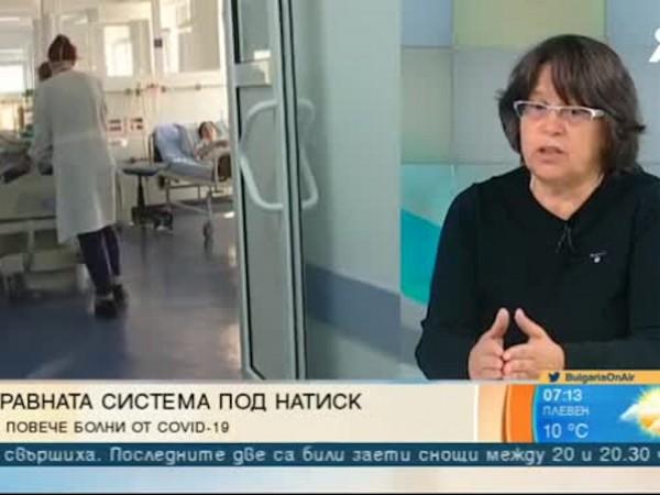 Непрекъснат поток от пациенти с COVID-19 пред кабинетите на личните
