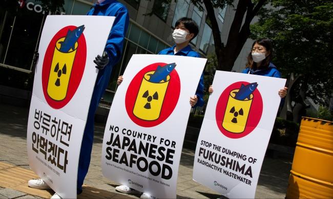 """Изпускането на вода от АЕЦ """"Фукушима"""" не можело да се отлага"""
