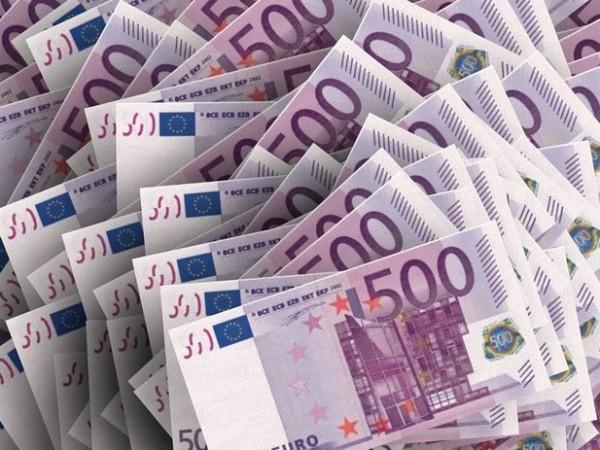 Митничари откриха 100 000 недекларирани евро при проверка на товарен