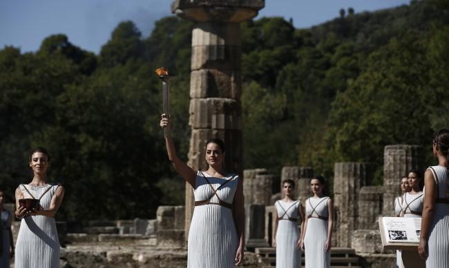 Запалиха олимпийския огън за игрите в Пекин 2022