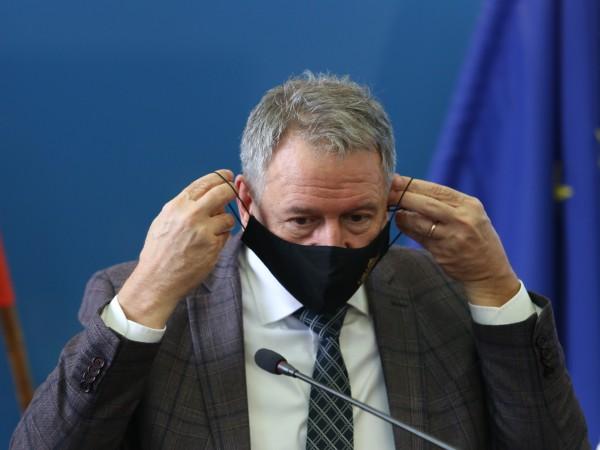 Здравният министър Стойчо Кацаров ще издаде заповед с конкретните противоепидемични