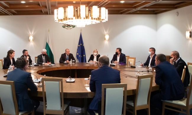Радев обсъди с кметове мерки за защита на заетите в енергетиката