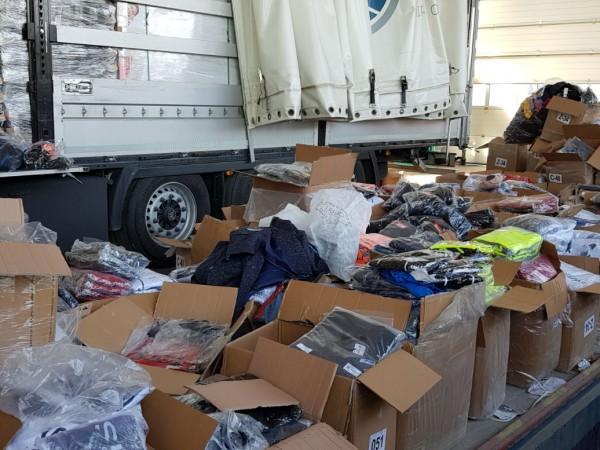 """Митническите служители на ГКПП """"Капитан Андреево"""" задържаха 39 972 текстилни"""