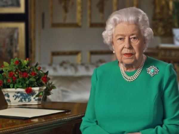 """Британската кралица отказа да получи наградата на списание """"Олди"""" за"""
