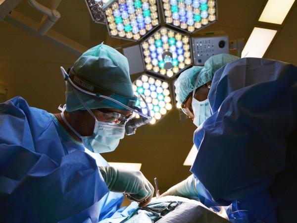 Хирурзи в Ню Йорк извършиха успешна трансплантация на бъбрек от